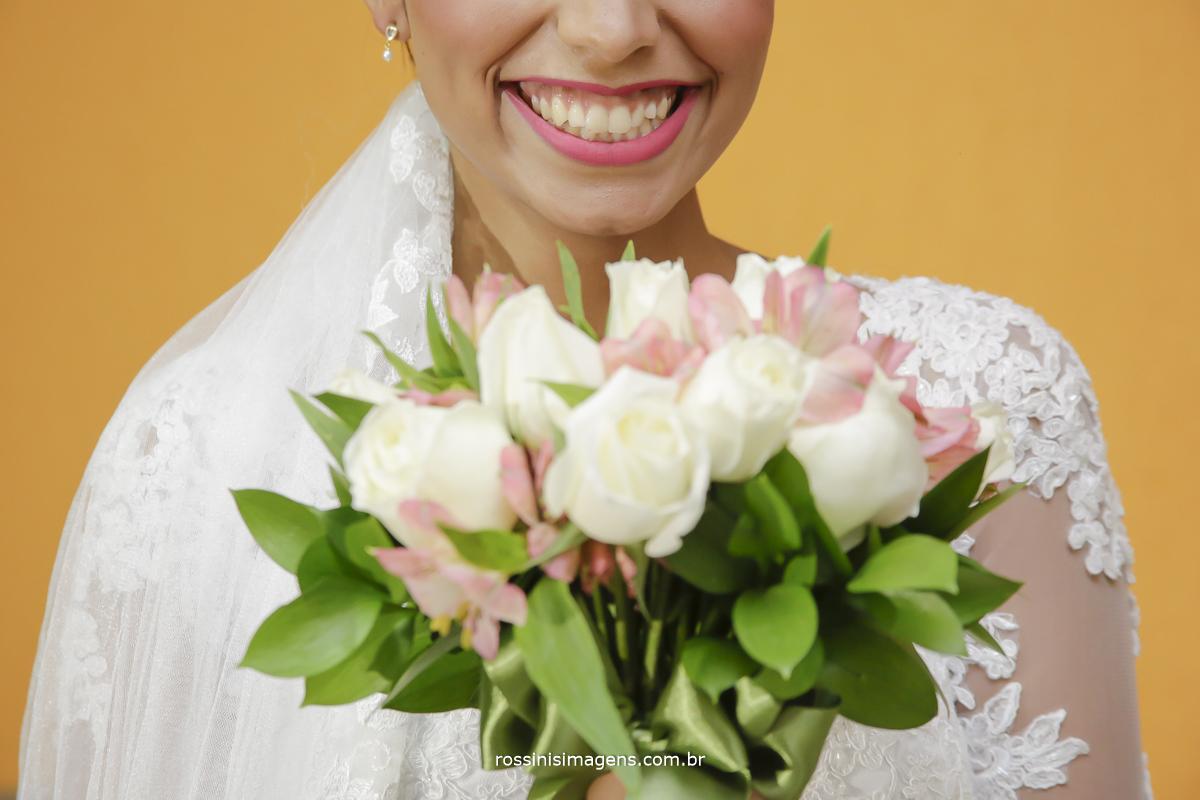 casamento-suzano-elaine-e-andre-chacara-encanto-das-aguas-suzano-sp-fotografo-de-casamento-rossinis-imagens-fotografia-e-video, noiva com buquê