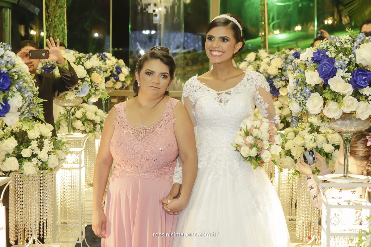 casamento-suzano-elaine-e-andre-chacara-encanto-das-aguas-suzano-sp-fotografo-de-casamento-rossinis-imagens-fotografia-e-video, entrada da noiva com a mãe