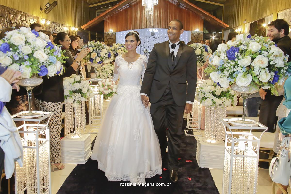 casamento-suzano-elaine-e-andre-chacara-encanto-das-aguas-suzano-sp-fotografo-de-casamento-rossinis-imagens-fotografia-e-video, saída dos noivos
