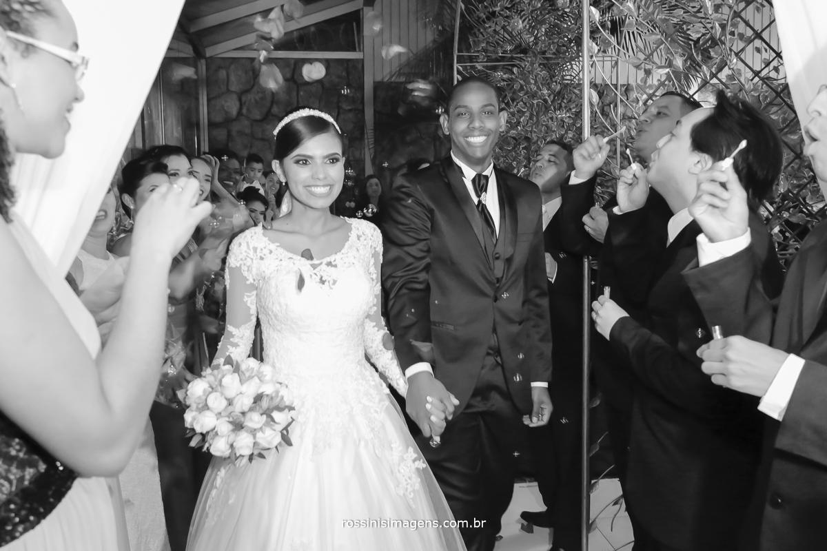 casamento-suzano-elaine-e-andre-chacara-encanto-das-aguas-suzano-sp-fotografo-de-casamento-rossinis-imagens-fotografia-e-video, noivos animados