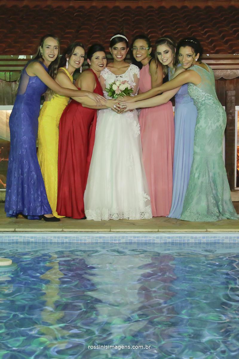 casamento-suzano-elaine-e-andre-chacara-encanto-das-aguas-suzano-sp-fotografo-de-casamento-rossinis-imagens-fotografia-e-video, fotos coletivas, com as madrinhas, vestidos de varias cores