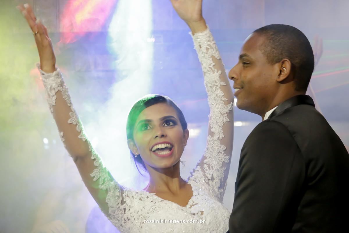 casamento-suzano-elaine-e-andre-chacara-encanto-das-aguas-suzano-sp-fotografo-de-casamento-rossinis-imagens-fotografia-e-video, dança dos noivos, balada