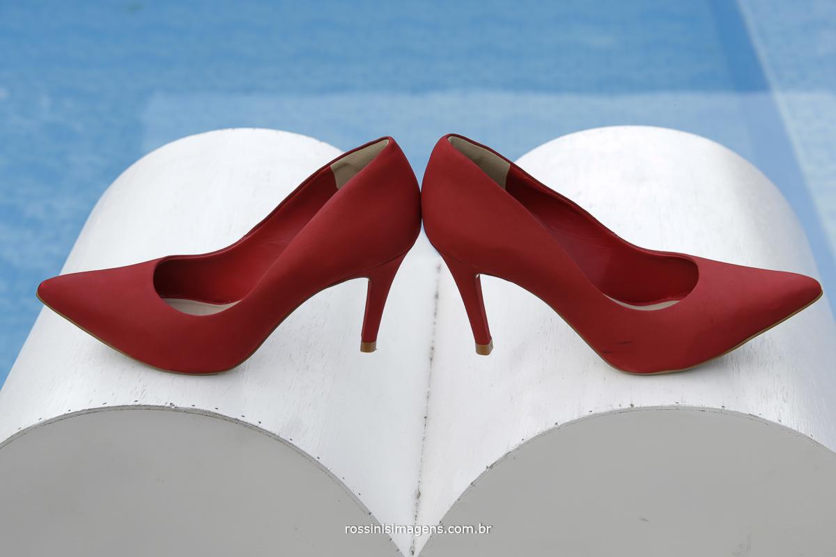 casamento-suzano-tami-e-edival-chacara-encanto-das-aguas-suzano-sp-fotografo-de-casamento-rossinis-imagens-fotografia-e-video-fotografia de casamento suzano - sapato da noiva