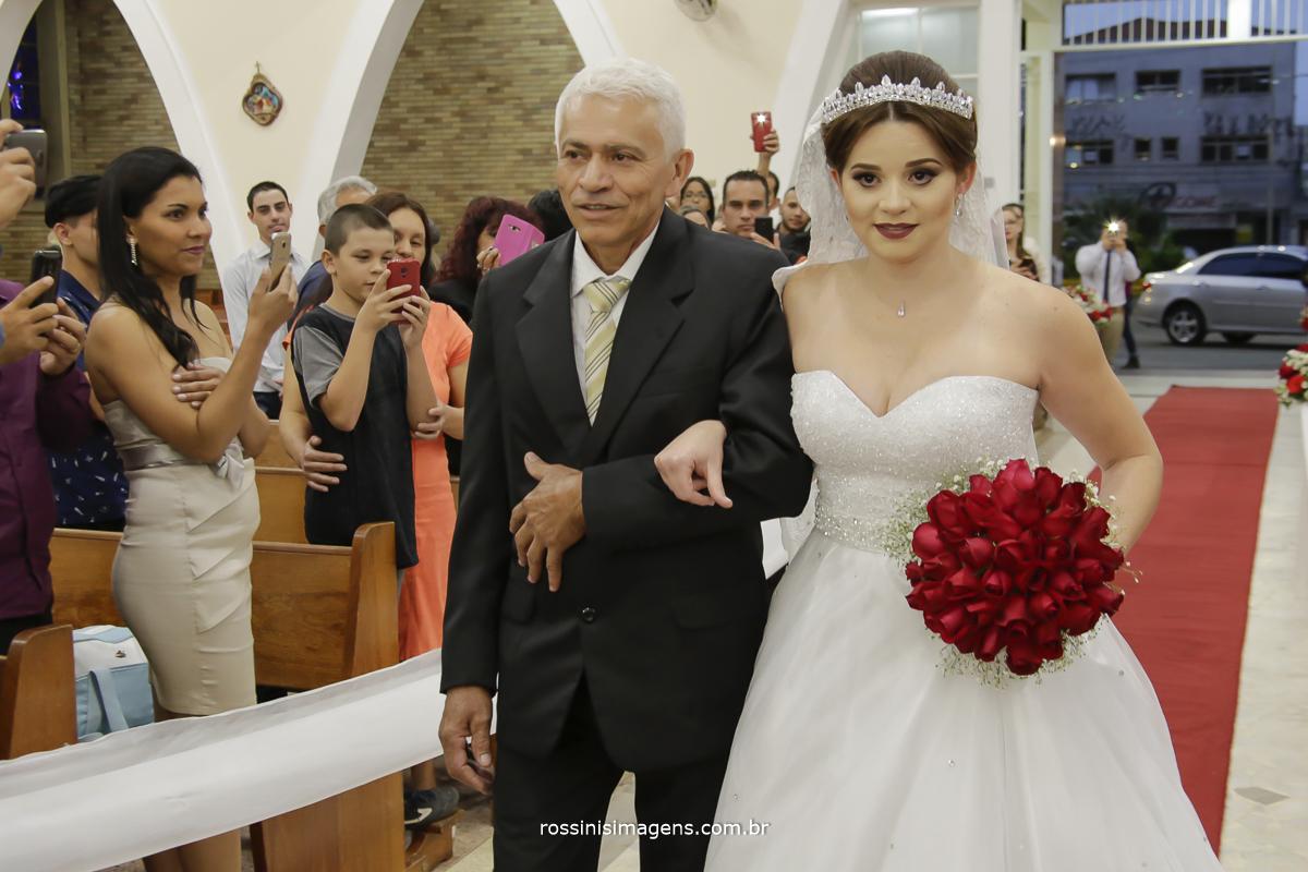 casamento-suzano-tami-e-edival-chacara-encanto-das-aguas-suzano-sp-fotografo-de-casamento-rossinis-imagens-fotografia-e-video-fotografia de casamento suzano - entrada da noiva