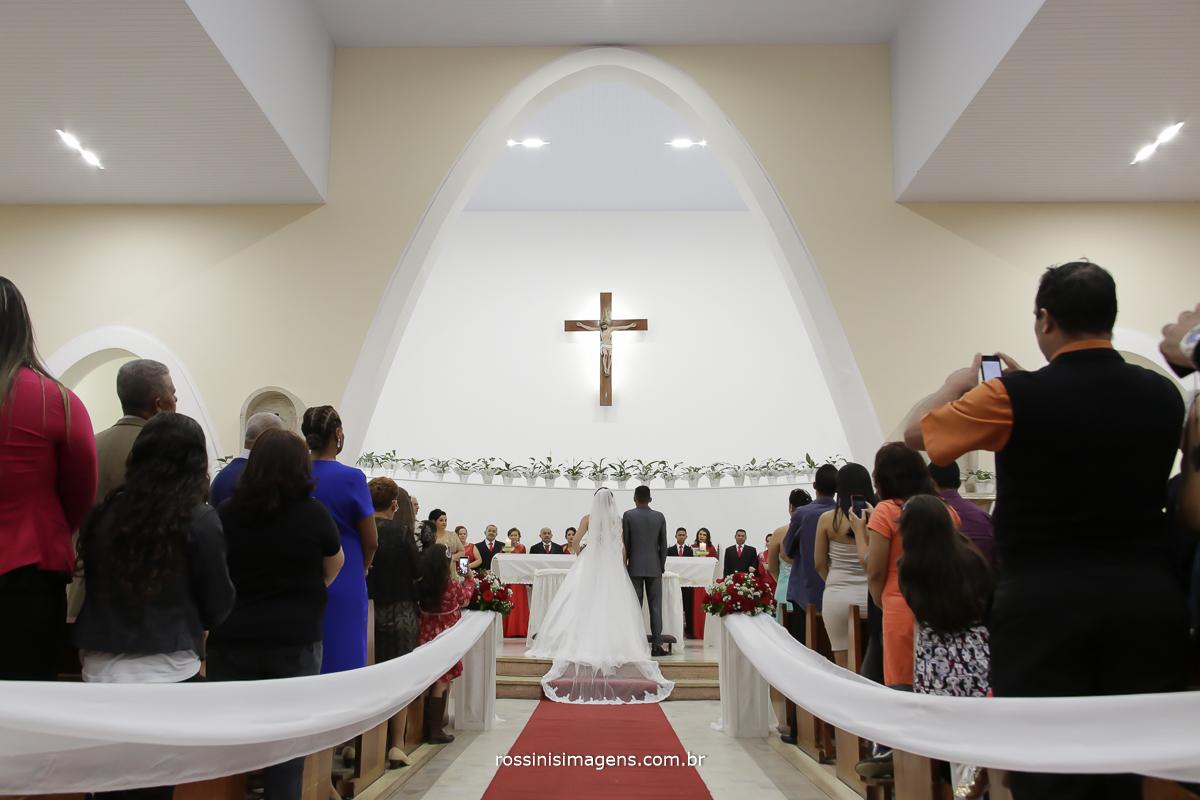 casamento-suzano-tami-e-edival-chacara-encanto-das-aguas-suzano-sp-fotografo-de-casamento-rossinis-imagens-fotografia-e-video-fotografia de casamento suzano - noivos no altar