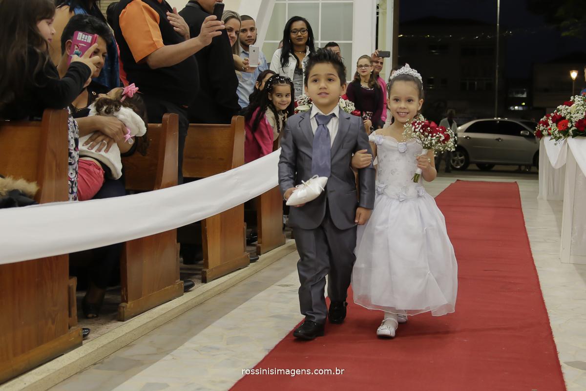 casamento-suzano-tami-e-edival-chacara-encanto-das-aguas-suzano-sp-fotografo-de-casamento-rossinis-imagens-fotografia-e-video-fotografia de casamento suzano - entrada das alianças