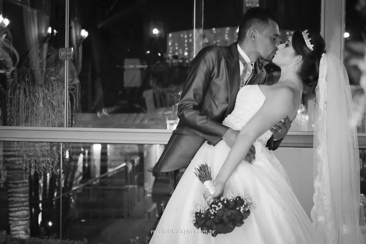 casamento-suzano-tami-e-edival-chacara-encanto-das-aguas-suzano-sp-fotografo-de-casamento-rossinis-imagens-fotografia-e-video-fotografia de casamento suzano - sessão de fotos