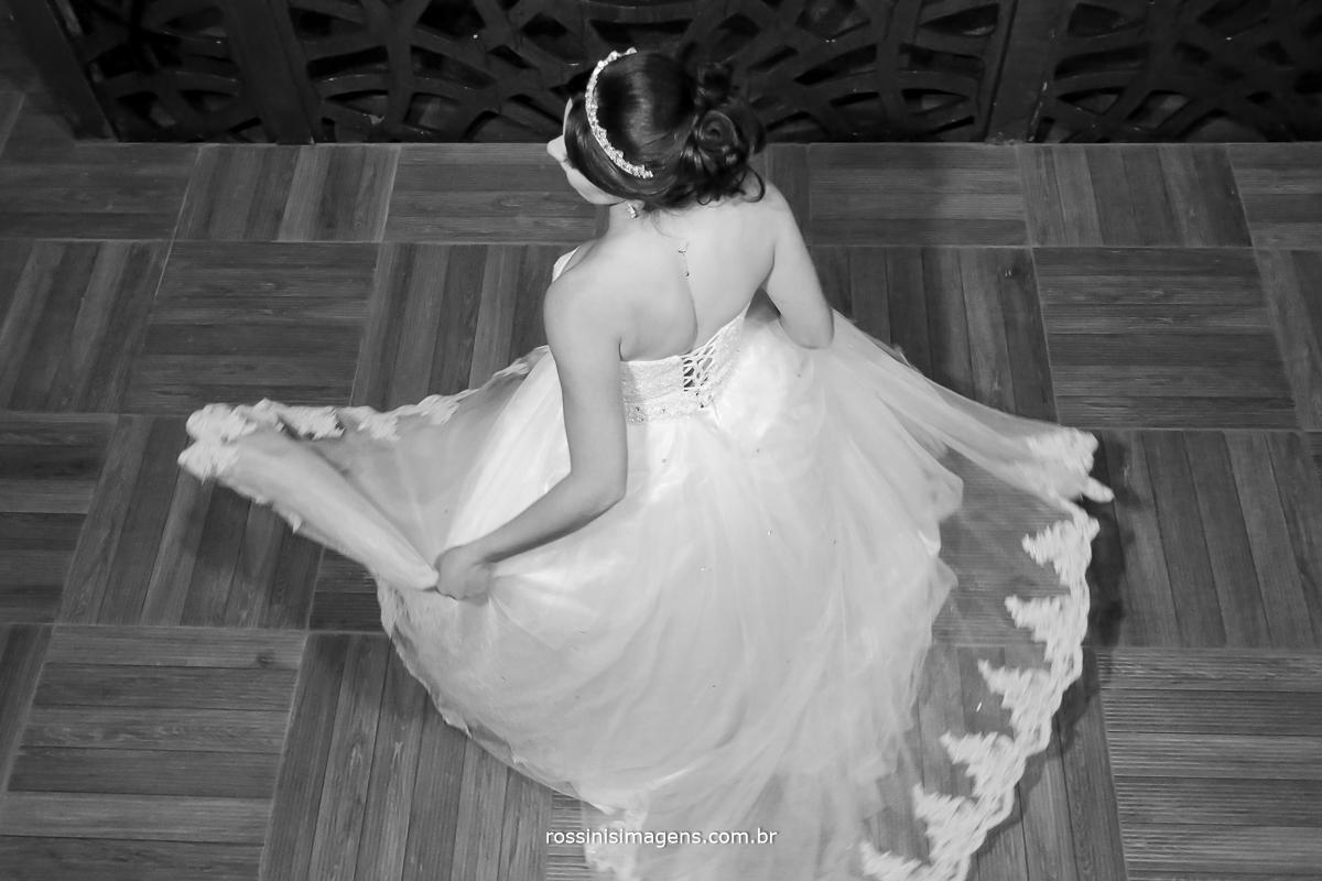 casamento-suzano-tami-e-edival-chacara-encanto-das-aguas-suzano-sp-fotografo-de-casamento-rossinis-imagens-fotografia-e-video-fotografia de casamento suzano - vestido de noiva branco - rodando vestido