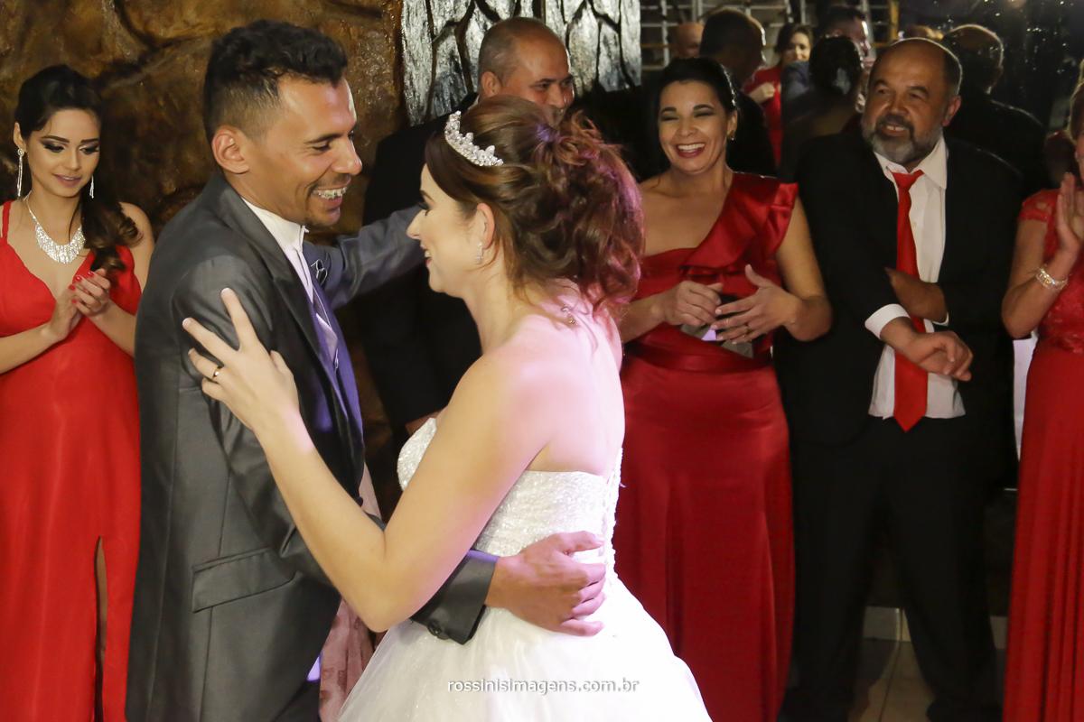 casamento-suzano-tami-e-edival-chacara-encanto-das-aguas-suzano-sp-fotografo-de-casamento-rossinis-imagens-fotografia-e-video-fotografia de casamento suzano - dança dos noivos