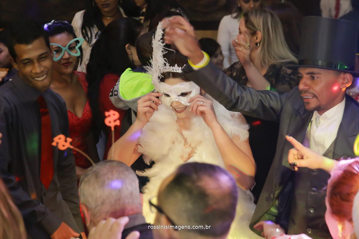 casamento-suzano-tami-e-edival-chacara-encanto-das-aguas-suzano-sp-fotografo-de-casamento-rossinis-imagens-fotografia-e-video-fotografia de casamento suzano - balada dos noivas