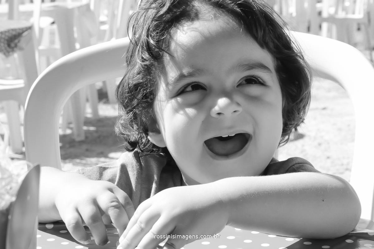 aniversário-sp-de-dia-kevin-2-anos-suzano-sp-fotografo-de-aniversario-rossinis-imagens-tema-da-galinha-pintadinha-familia-montanha-feliz