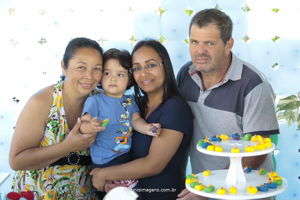 aniversário-sp-de-dia-kevin-2-anos-suzano-sp-fotografo-de-aniversario-rossinis-imagens-tema-da-galinha-pintadinha-familia-montanha-familia-montanha
