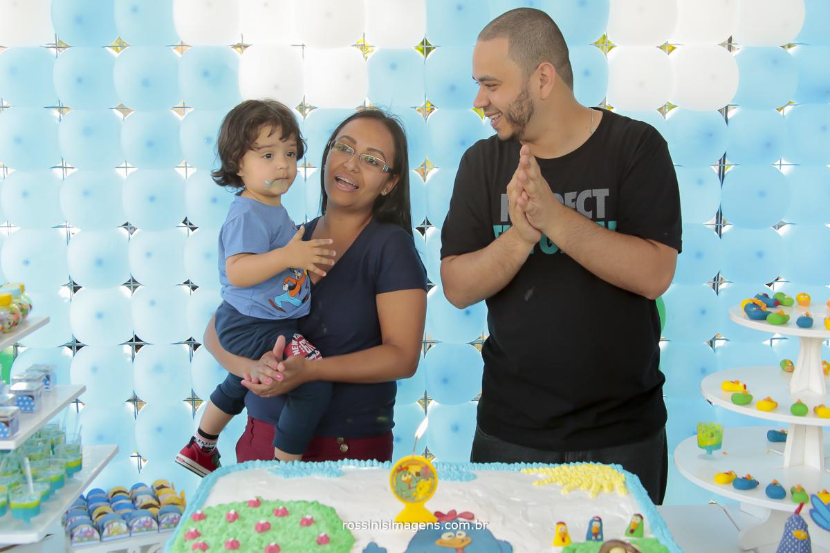 aniversário-sp-de-dia-kevin-2-anos-suzano-sp-fotografo-de-aniversario-rossinis-imagens-tema-da-galinha-pintadinha-familia-montanha-parabéns