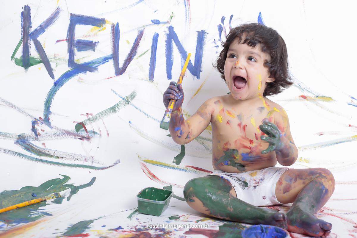 estudio-aniversário-sp-de-dia-kevin-2-anos-suzano-sp-fotografo-de-aniversario-rossinis-imagens-tema-da-galinha-pintadinha-familia-montanha-sessão-de-foto