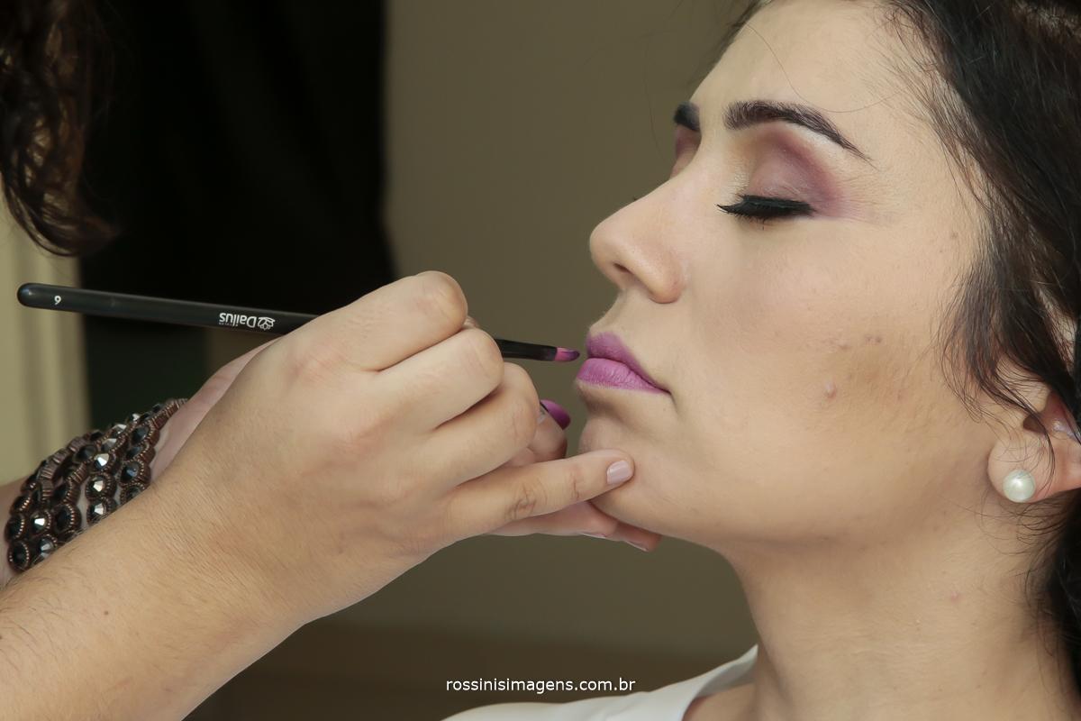 make up de noiva, passando batom