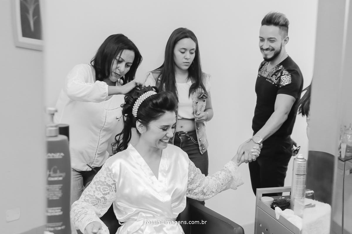 penteado do casamento, e o amigo da noiva