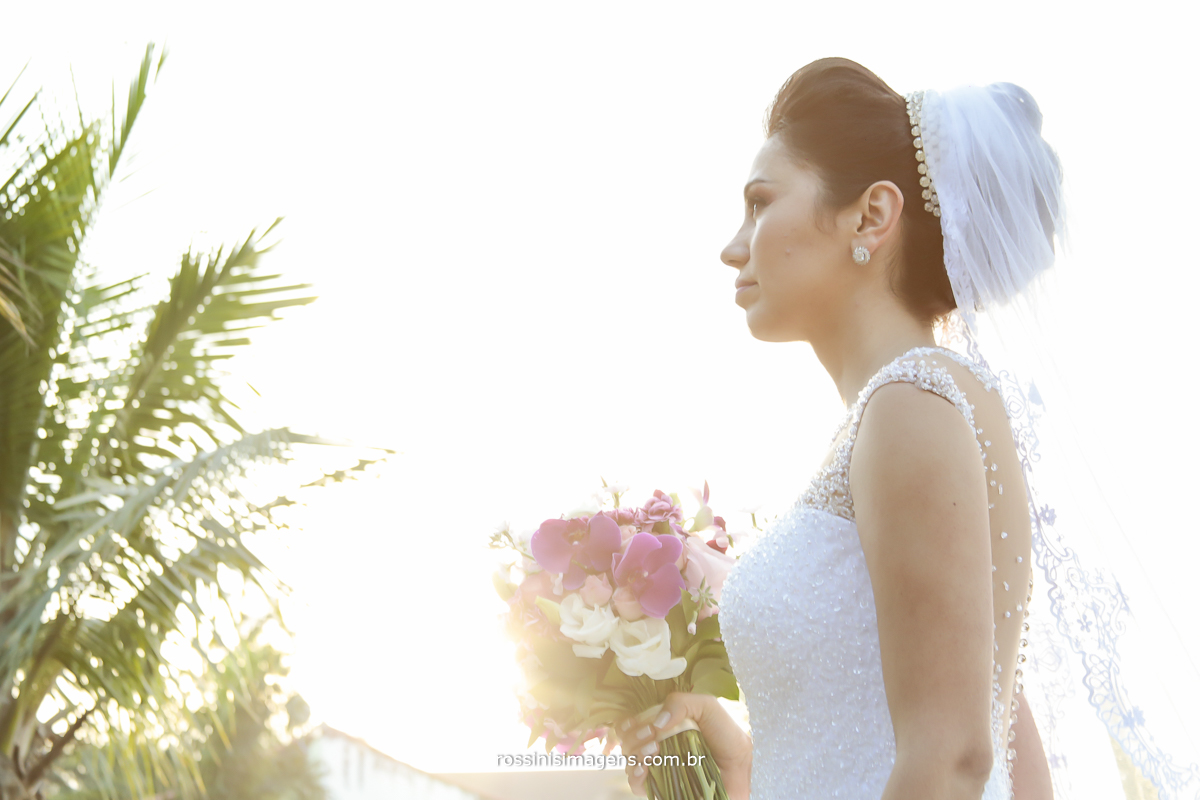noiva com o buque, capa de revista, noiva e sol ao fundo