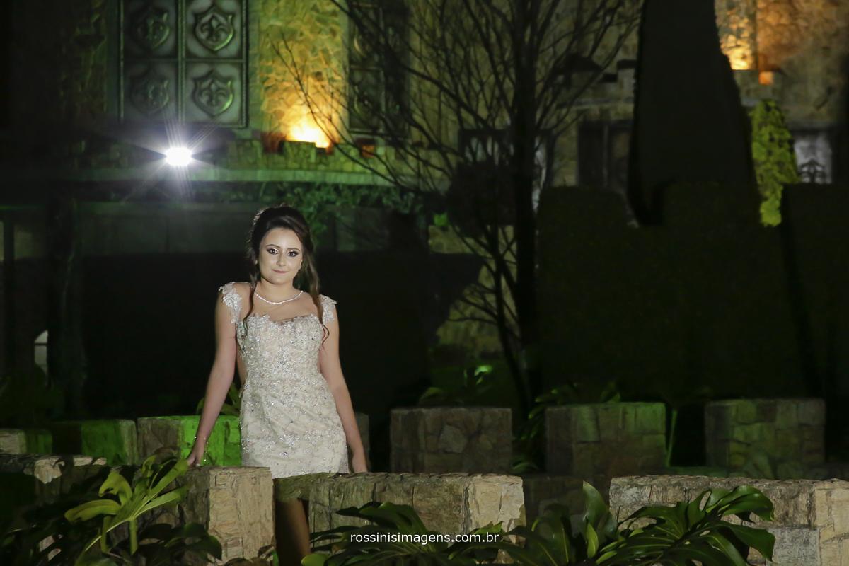 fotografia de noite na torre do castelo debut isabella