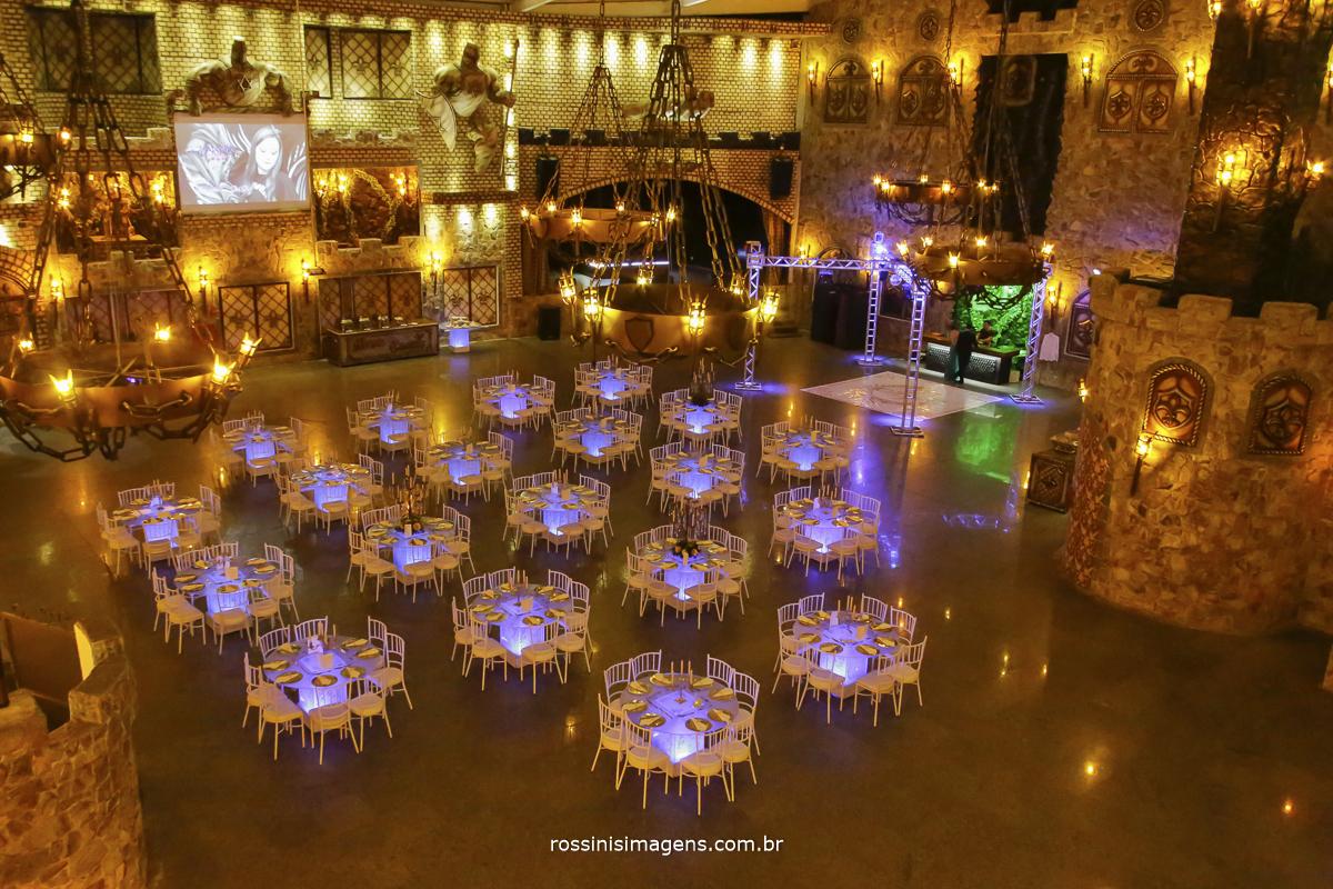 decoração do salão de festa do monte castelo na festa da debutante isabella na festa de 15 anos