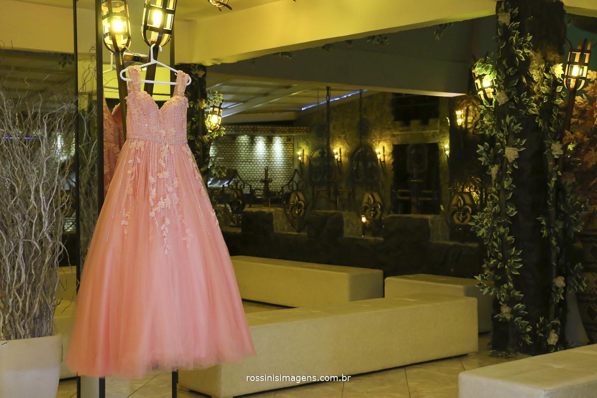 fotografia do vestido da debutante para a festa de 15 anos