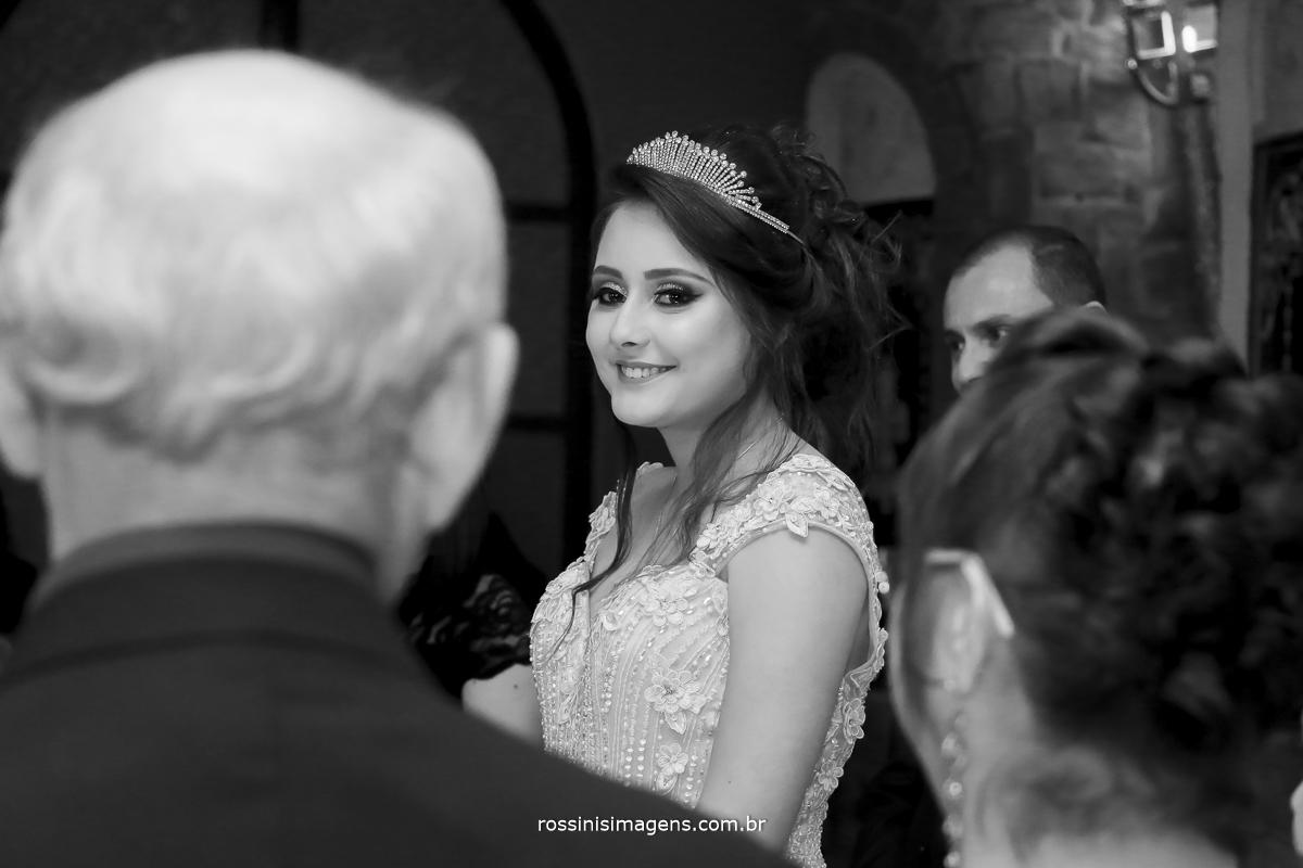 o lindo sorriso da debutante para os avos