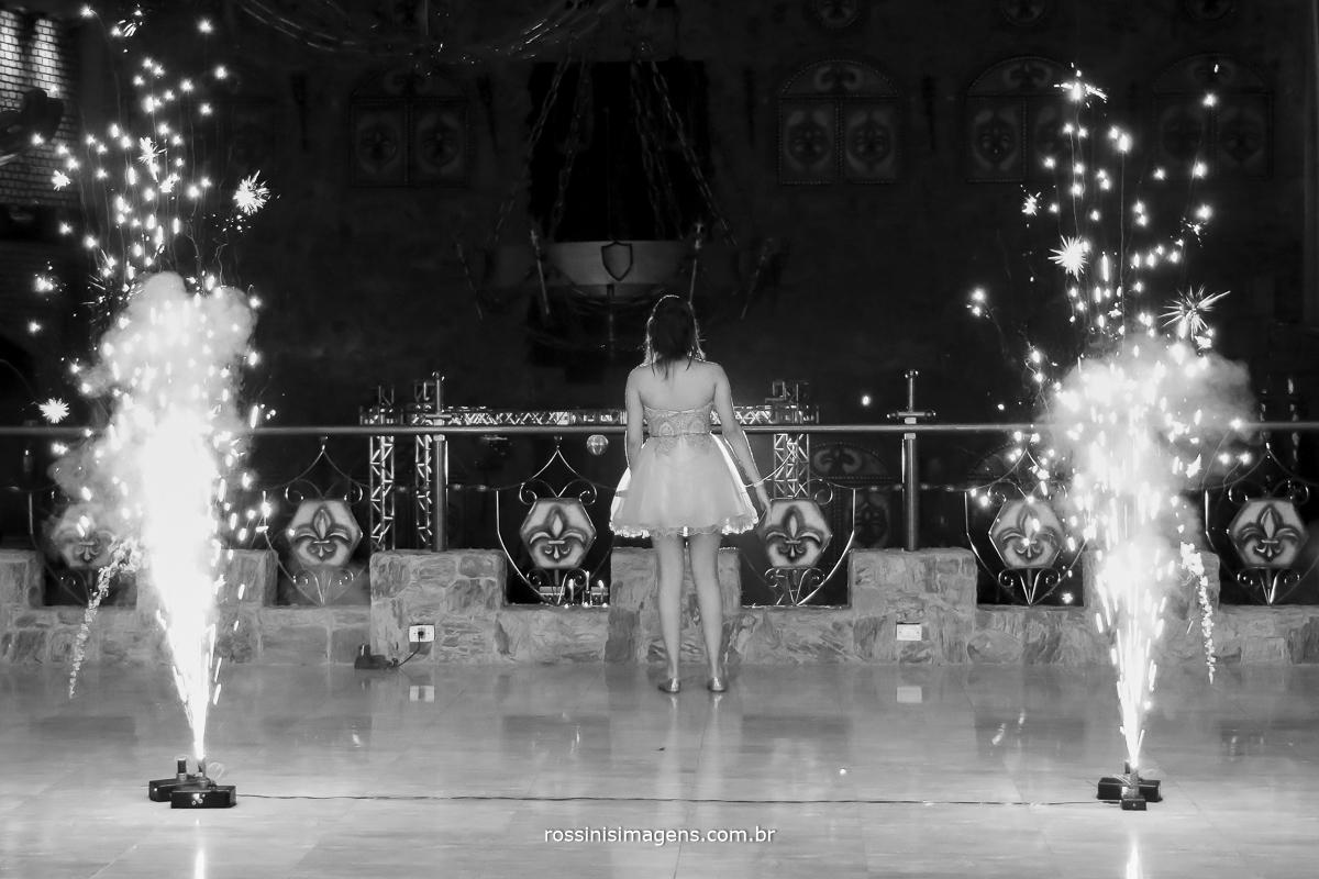 fotografia da entrada da debutante para a balada