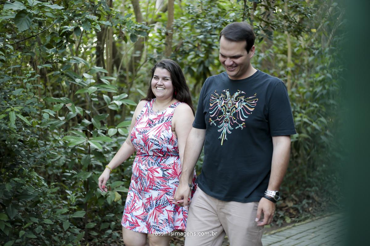 rafaela e romulo caminhando no parque de Guararema