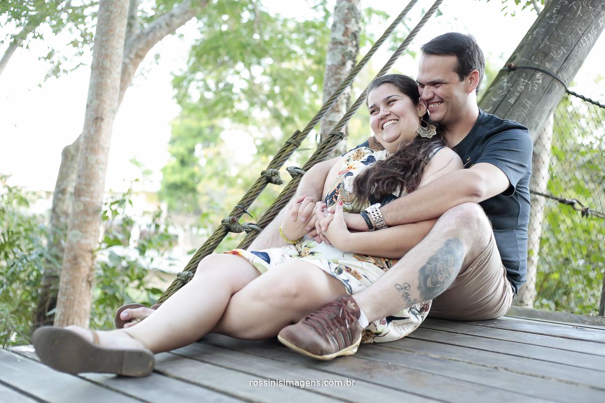 ensaio casal curtindo uma linda trade na cidade Guararema no ensaio pre casamento