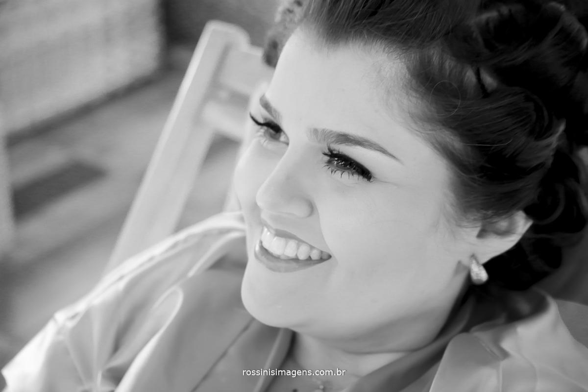 foto pb noiva rafaela sorrindo no grande dia