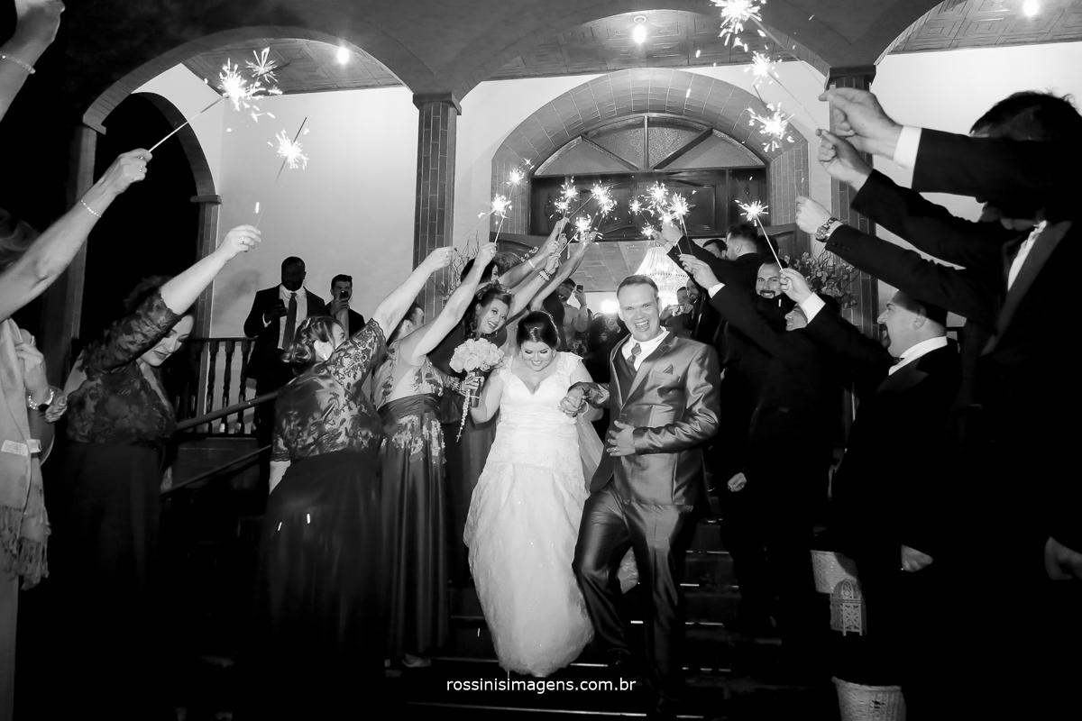 sparks na saida da cerimonia com os noivos, coia mais linda