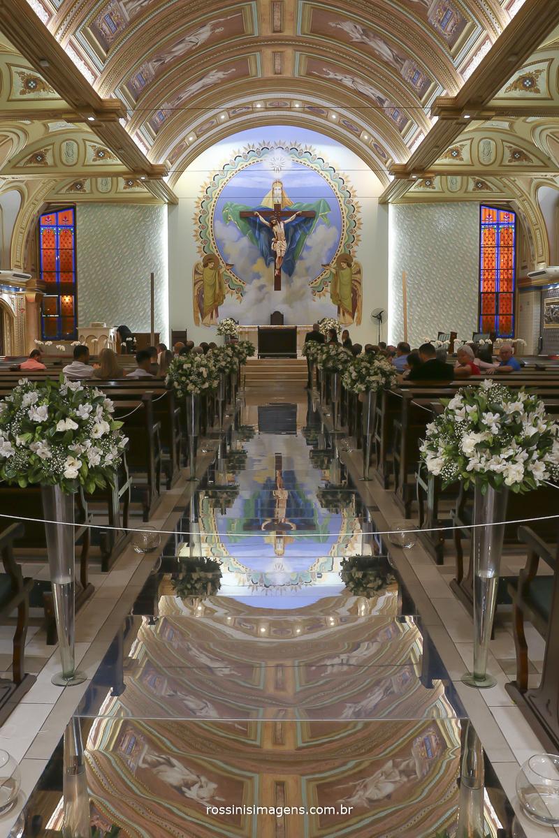 Paróquia santissima trindade no dia de casamento, uma das igrejas mais lindas com uma decoração maravilhosa