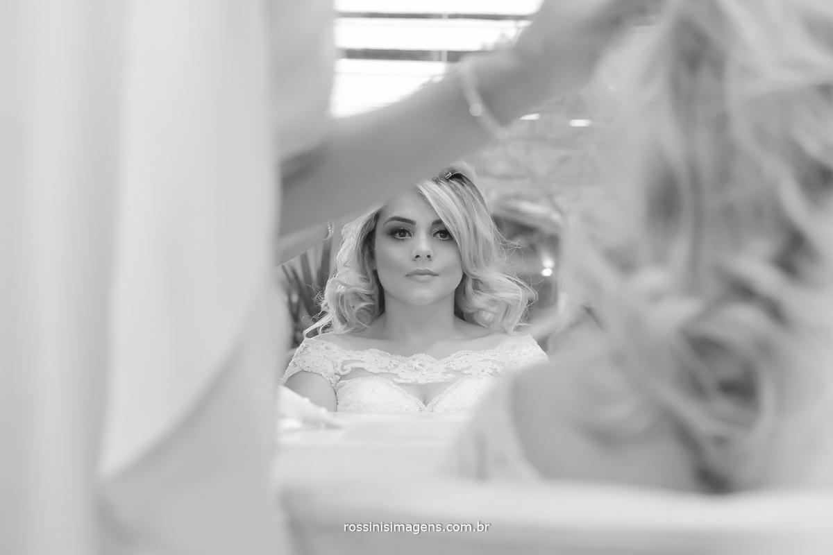 Penteado da noiva parecendo princesa
