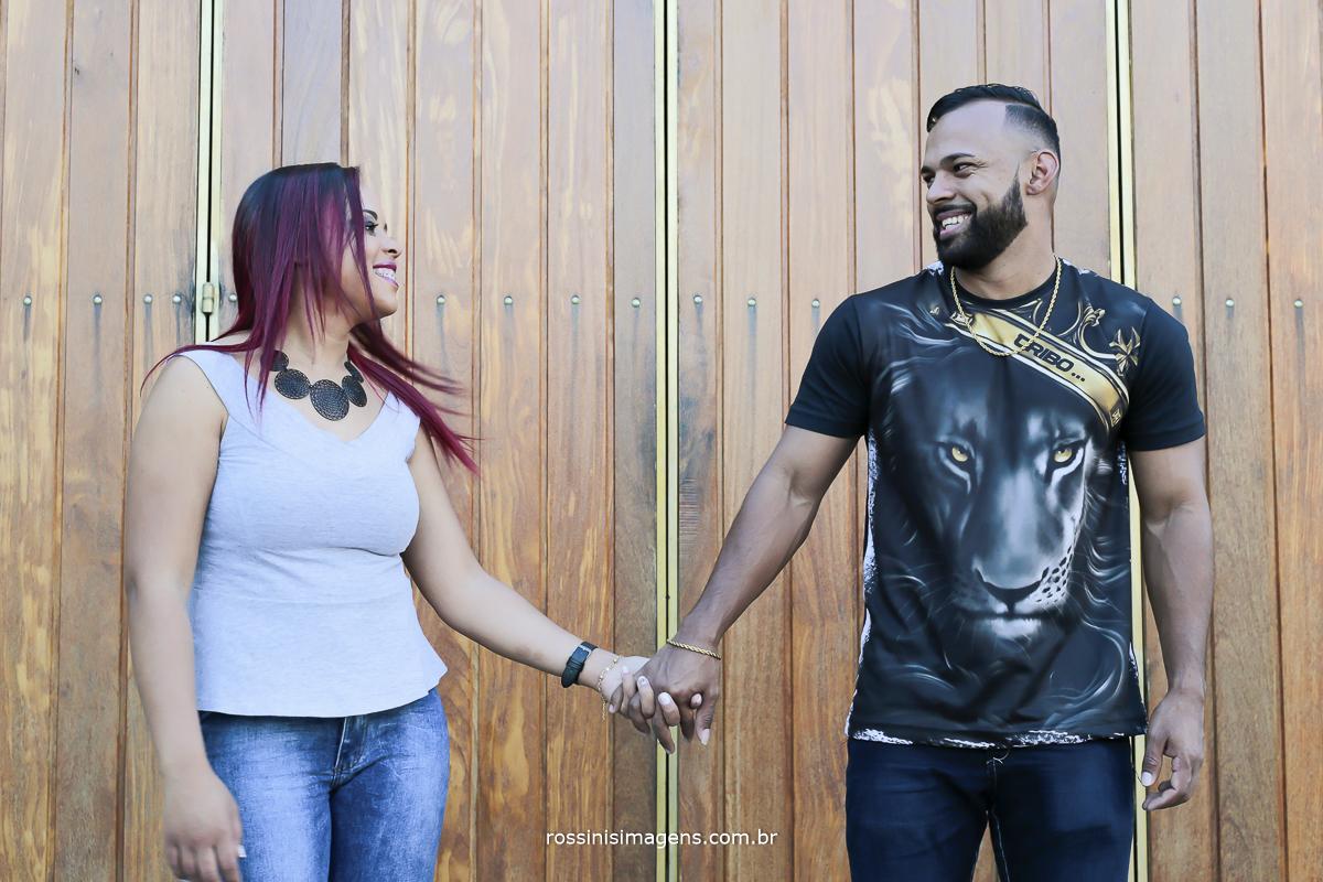 fotografia de ensaio pre casamento de casal em Guararema