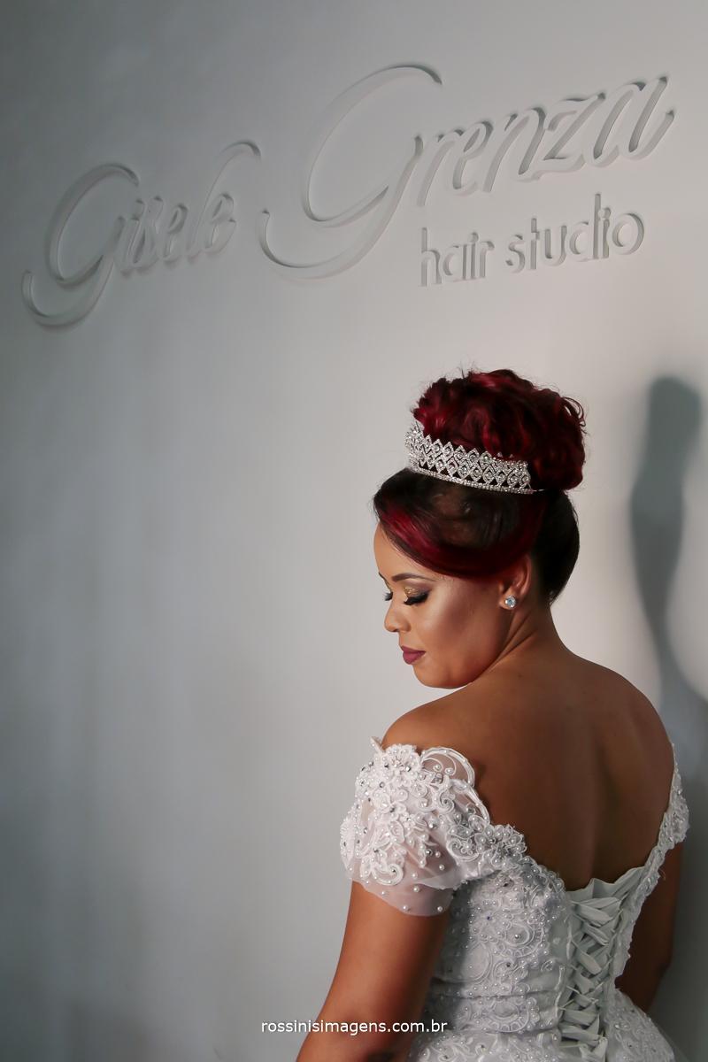dia da noiva na Gisele Grenza Hair Studio cabelo e maquiagem, noiva feliz e realizada