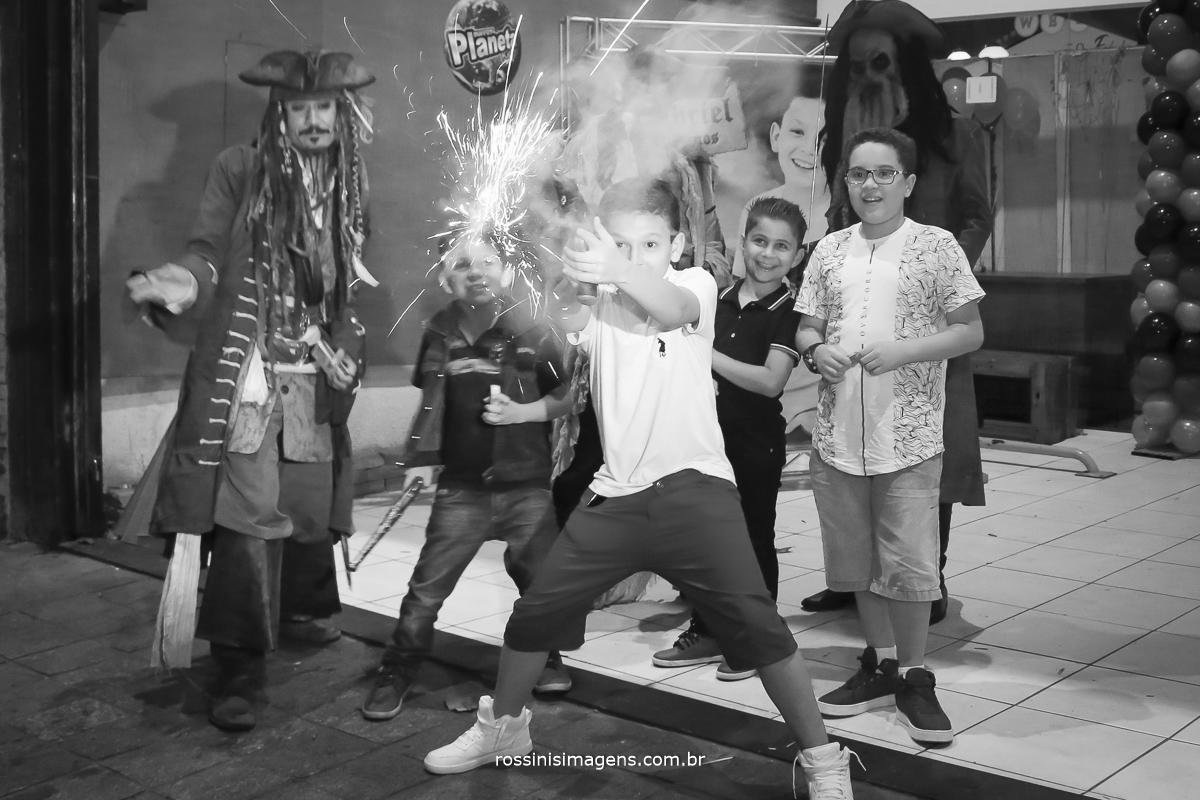 entretenimento para as crianças, jack sparrow piratas do caribe,