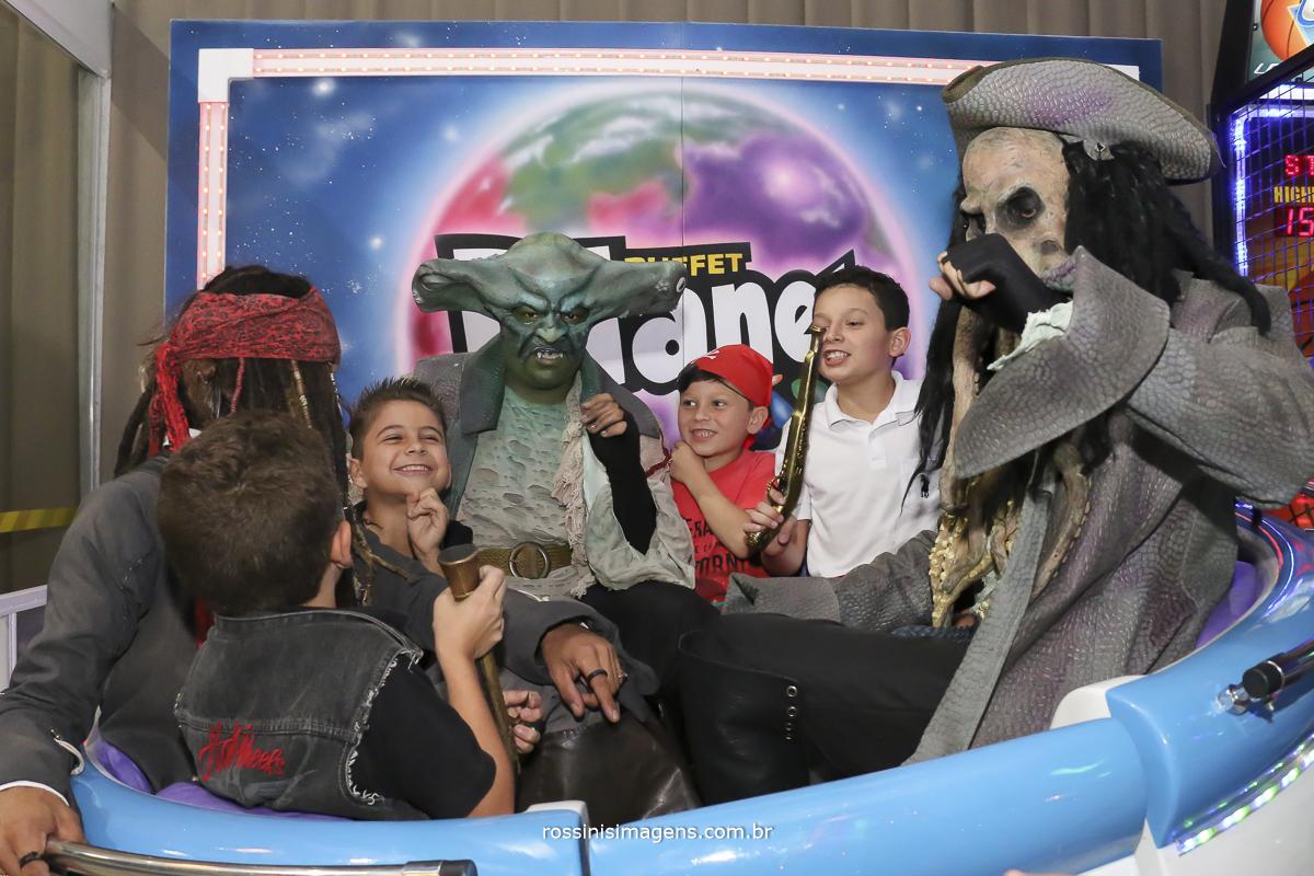 buffet planeta kids tema do piratas do caribbe no brinquedo samba girando