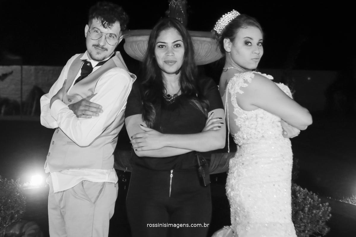 assessora Debora lima com os noivos Rafael e Jessica no espaço villaggio real