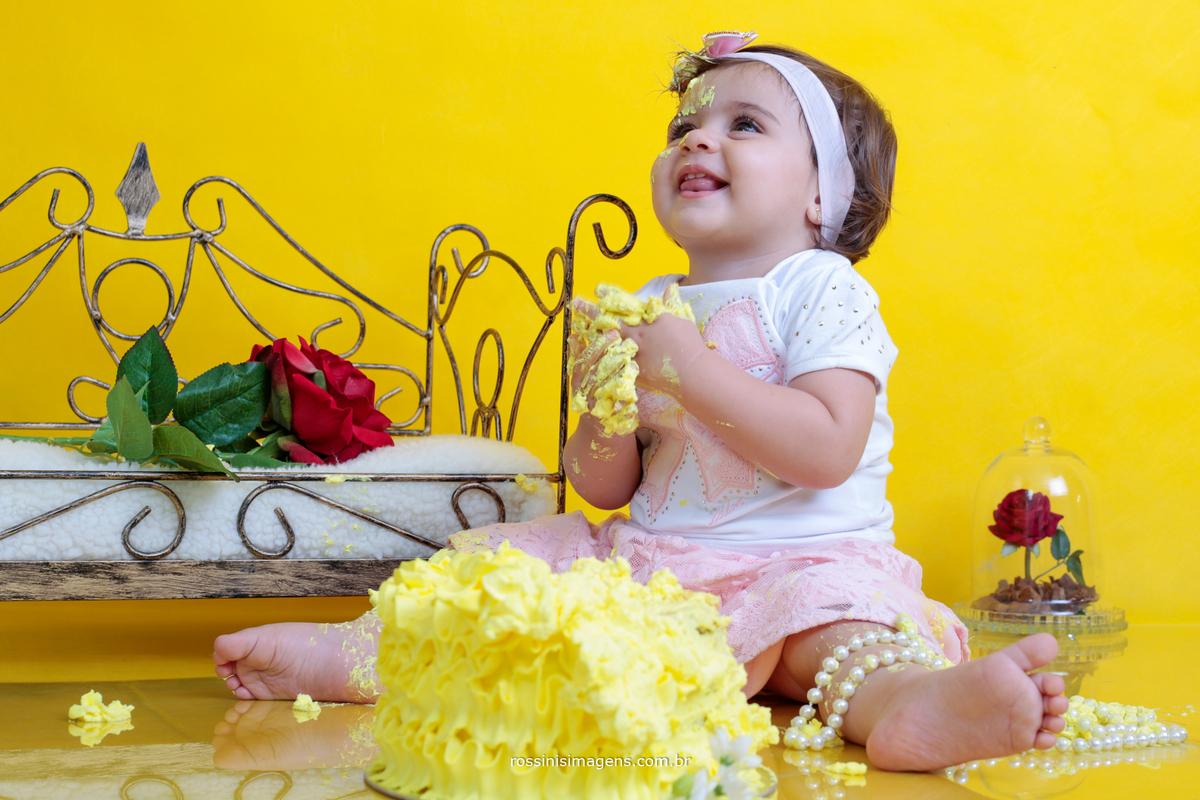 ensaio smashing the cake da criança de bela e a fera