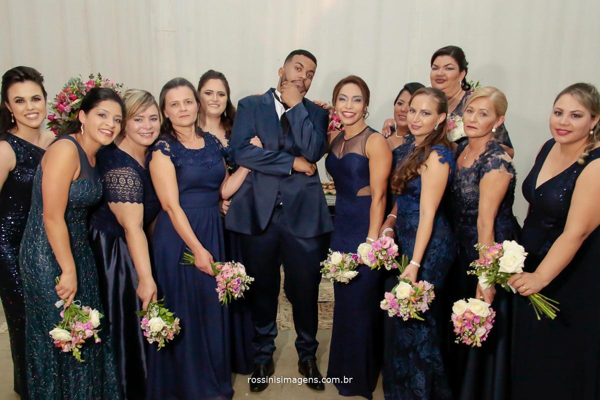fotografia de casamento em suzano no latoya do noivo com as madrinhas foto coletiva para o album