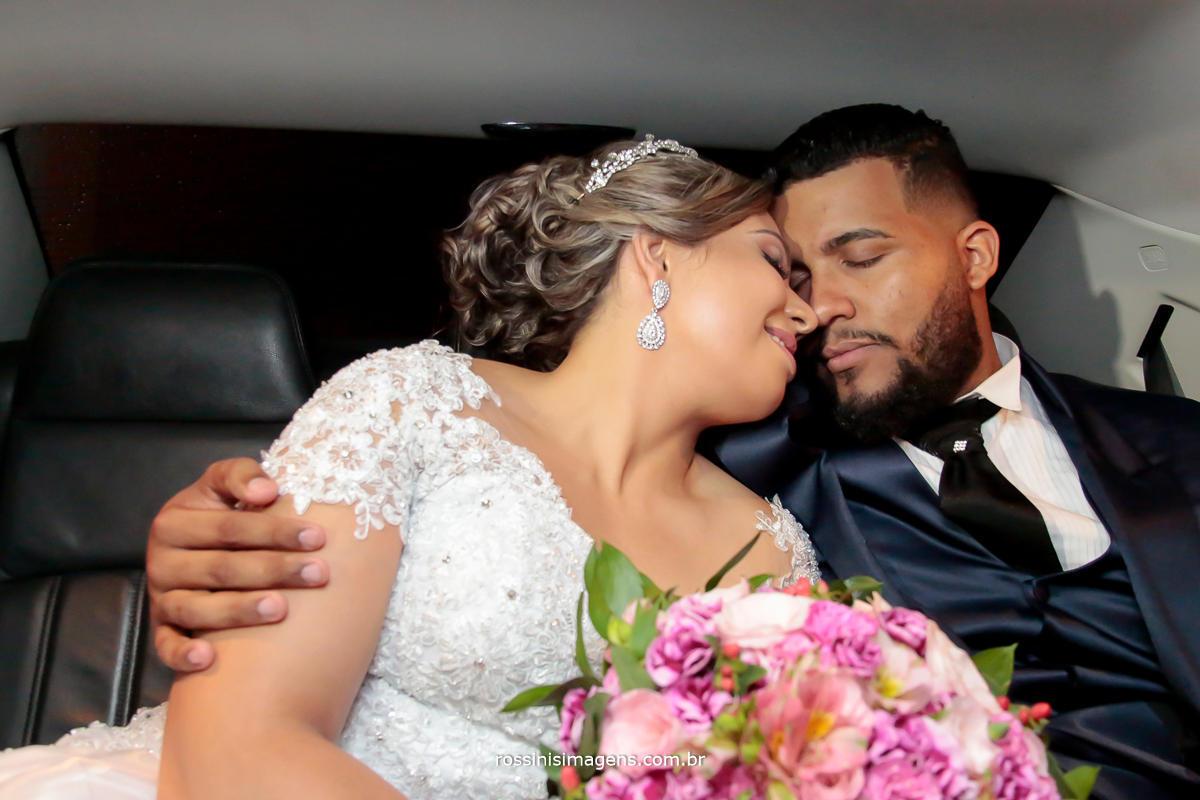 rossinis imagens foto e video mogi das cruzes, ensaio de casal, casamento pricila e jadson no carro chrysler