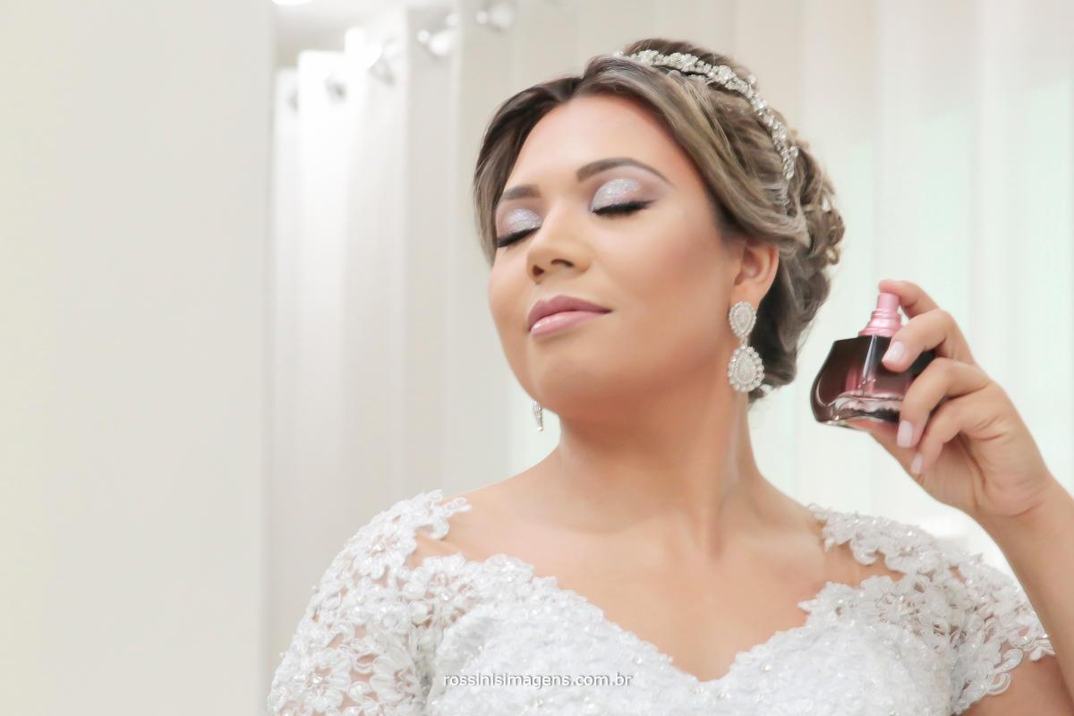 noiva, casamento passando perfume boticario