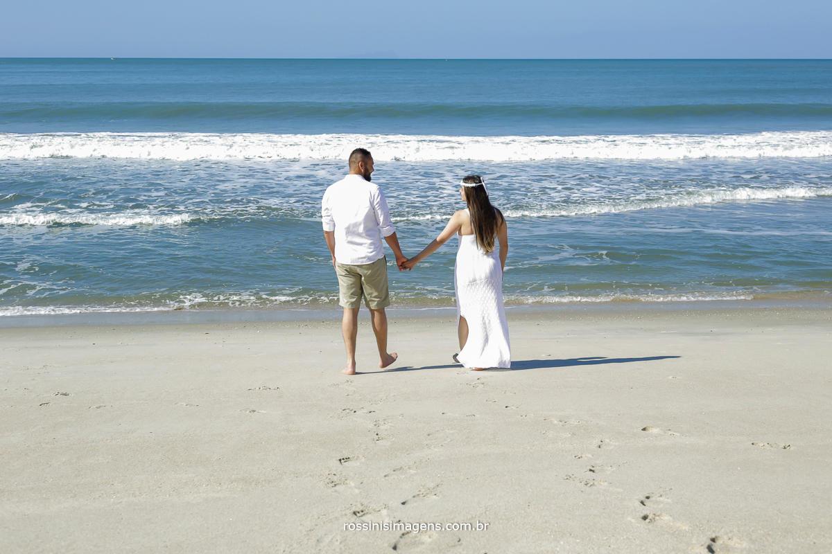nosso amor vai além do horizonte, ensaio amanda e roberto em praia do litoral norte de são paulo, ensaios na praia