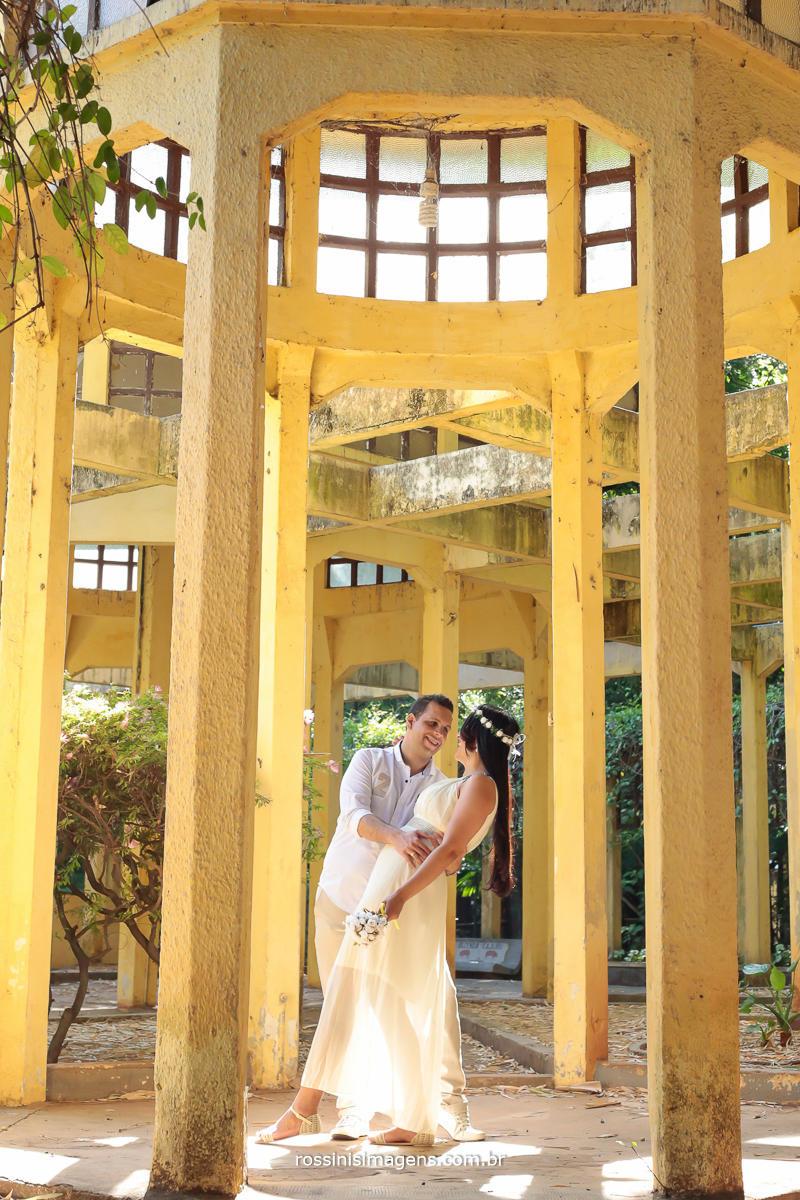 ensaio pre casamento de Evandro e Simone no parque da agua branca , fotografia rossinis imagens