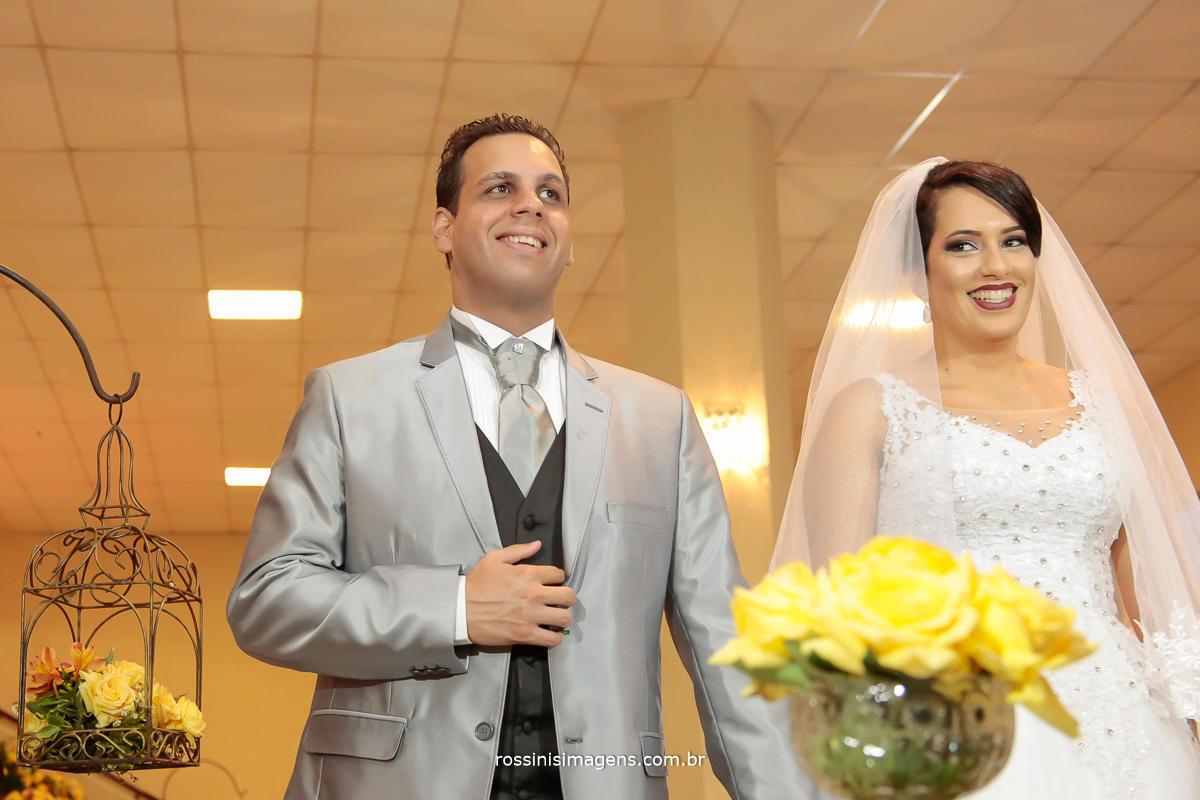 noivos felizes com o casamento no Suzan Fest em Suzano