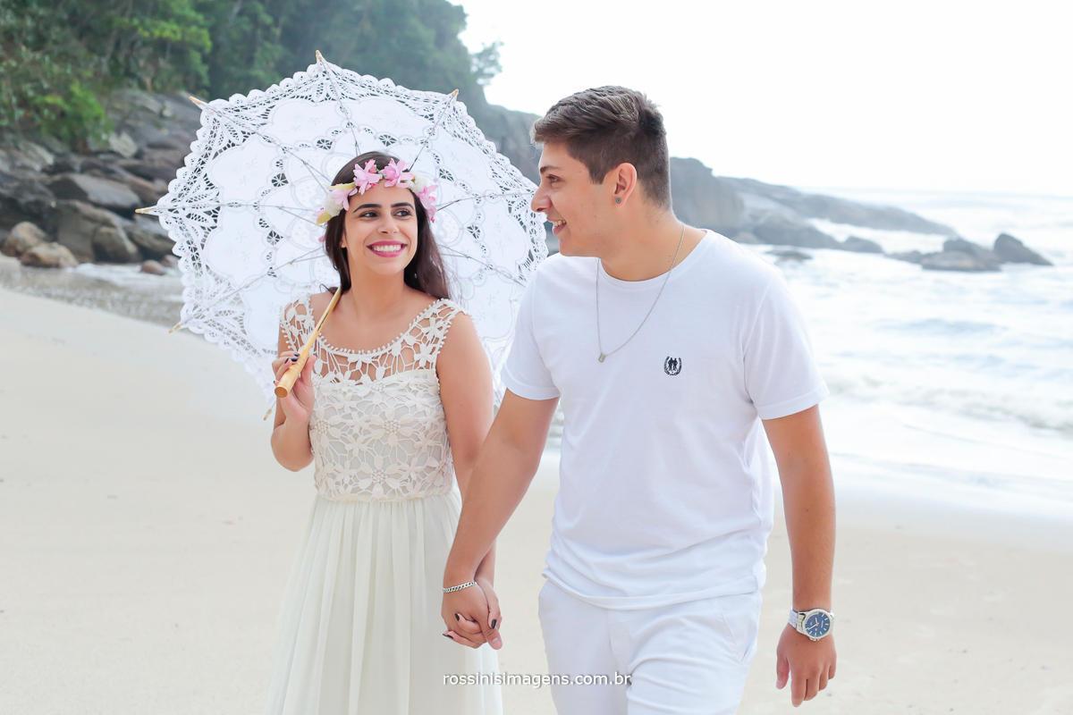 homem e mulher juntos, um completa o outro onde não são dois mas um só coração, unidos pelas mãos que se tocam