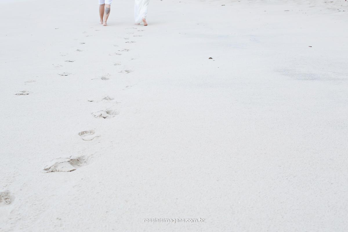as pegadas na areia por todo caminho que passaram todas as dificuldades que venceram julianne e will