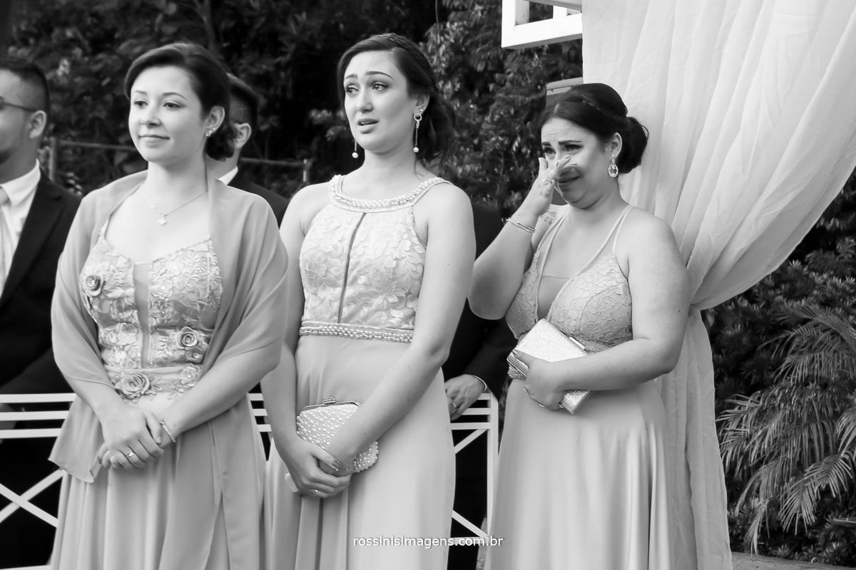 madrinhas emocionadas, madrinhas chorando, esse momento mais lindo a entrada da noiva