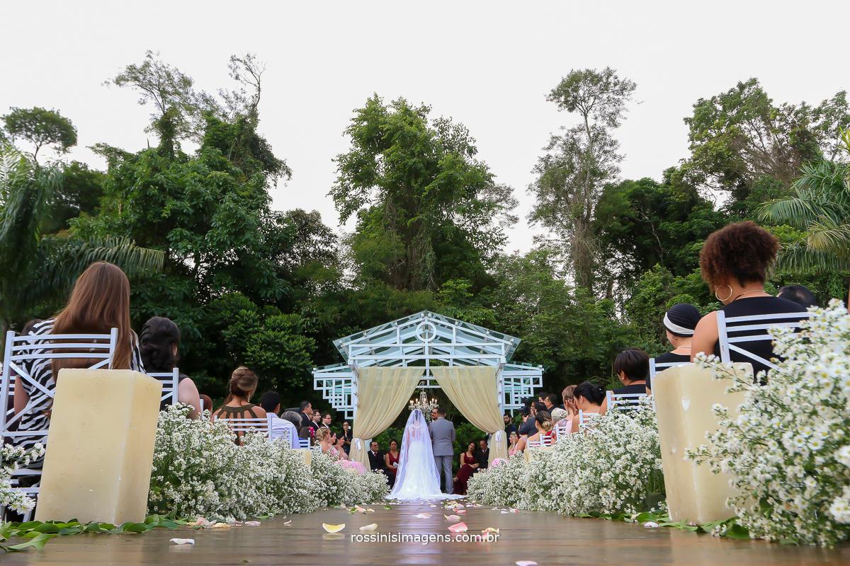 espetacular decoração da cerimonia de casamento na chacara torres por Emini Flower decor  e caprichos muitos detalhes que fazem a diferença excelente qualidade, casamento no campo