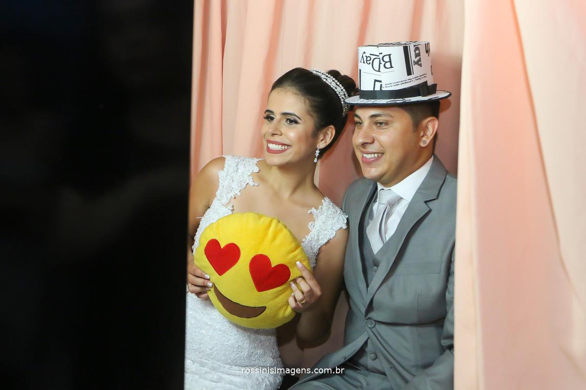 um entretenimento bem legal para fazer no casamento que ser de lembrança para os convidados, a foto cabine da Moretti Fotos os convidados adoram