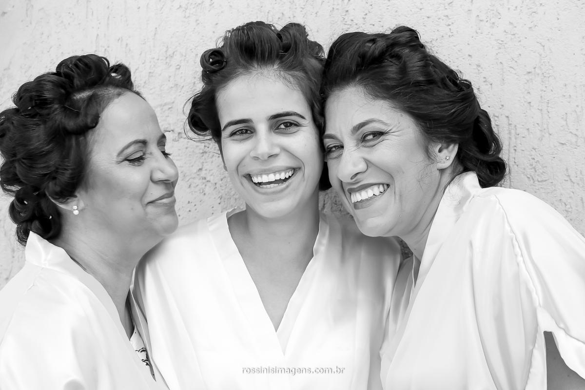 mãe noiva e irmã no making of no dia do casamento da Julianne e Will salão de beleza Simplesmente maria - poá